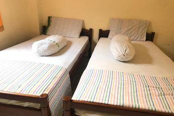 OYO 3722 Hotel Mutiara Banyumas - Saver Double Room with Shared Bathroom Last Minute