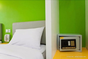 Amaris Bandara Jakarta - Smart Room Queen Offer Last Minute Deal 2021