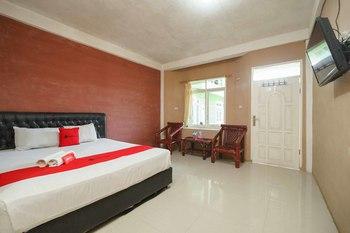 RedDoorz Syariah Hotel Enasti Berastagi Karo - RedDoorz Room Basic Deal