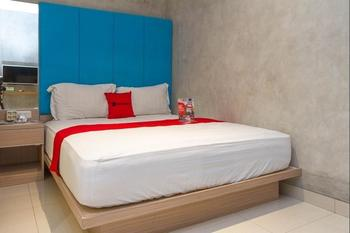 RedDoorz Premium @ The Batik Hotel Moh. Toha Bandung - RedDoorz Room with Breakfast Regular Plan