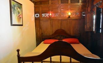 Villa D'Roemah Hampor Garut - Vintage Room Regular Plan