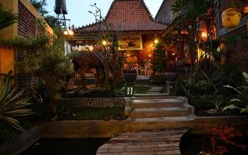 Villa D'Roemah Hampor