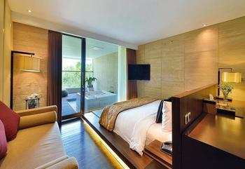 Golden Tulip Devins Hotel Seminyak -  Jacuzzi Suite Room (Breakfast Included) Min Stay 3 Night Discount 26%