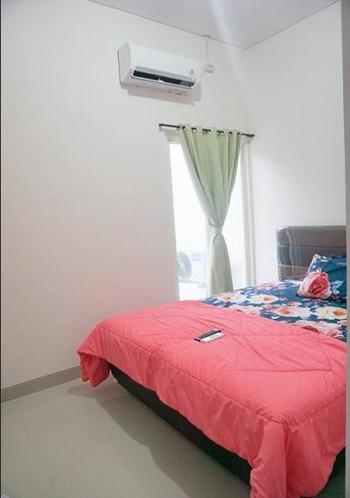 Surabaya Homey near Airport Surabaya - Queen Happiness Room Regular Plan
