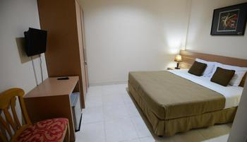 DPT 33 Surabaya - Standard Kingsize Room Only Regular Plan
