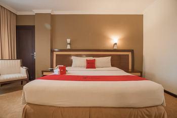 RedDoorz Premium Syariah @ Semarang City Center Semarang - RedDoorz Room Last Minute Deal