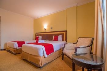 RedDoorz Premium Syariah @ Semarang City Center Semarang - RedDoorz Twin Room Last Minute Deal
