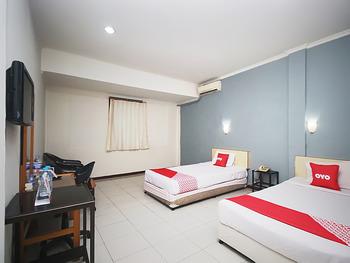OYO 2079 Jambi Raya Hotel Jambi - Deluxe Twin Room Regular Plan