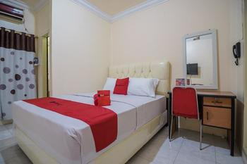 RedDoorz @ Jalan Ahmad Yani Jambi Jambi - RedDoorz Room with Breakfast Regular Plan