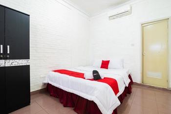RedDoorz near Universitas Pamulang Tangerang Selatan - RedDoorz Room Long Stay 2N