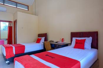 RedDoorz Syariah near Alun Alun Purwokerto Banyumas - RedDoorz Twin Room Regular Plan