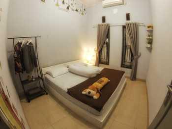 Rumah Ayin Homestay Near Airport Palembang - Fullhouse Regular Plan