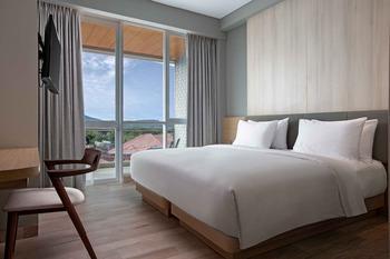 Hotel Santika Bukittinggi Bukittinggi - Deluxe Room Hollywood with Balcony Staycation Offer Regular Plan