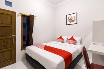 OYO 1073 Pogung W1 Exclusive Yogyakarta - Standard Double Room Regular Plan