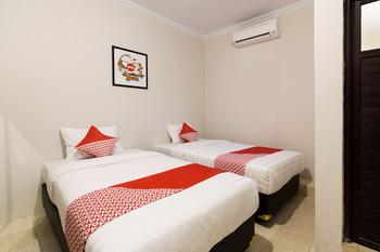 OYO 1073 Pogung W1 Exclusive Yogyakarta - Standard Twin Room Regular Plan