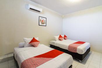 OYO 1073 Pogung W1 Exclusive Yogyakarta - Suite Triple Regular Plan
