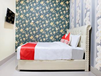 OYO 2595 Hotel Jinan Makassar Makassar - Deluxe Double Room Regular Plan