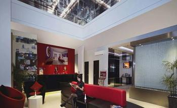 G Suites Hotel Surabaya