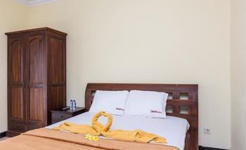 RedDoorz @Legian Street 2 Bali - RedDoorz Room Special Promo Gajian