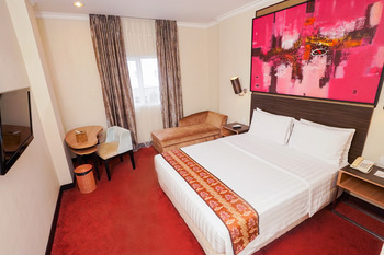 Brits Hotel Pangkalan Bun Kotawaringin Barat - Deluxe Queen Room Only Regular Plan