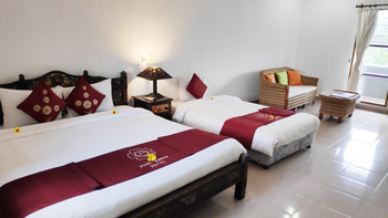 Puri Saron Hotel Gianyar Bali - Deluxe Triple Valley View  Hot Deal