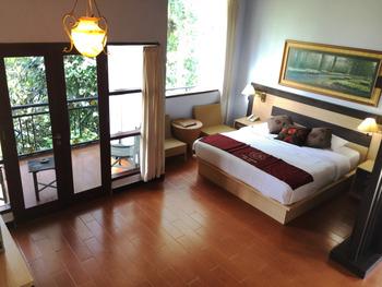 Puri Saron Hotel Gianyar Bali - One Bedroom Pool Villa with Valley View  FLASH