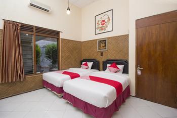 OYO 524 Makuta Hotel Yogyakarta - Deluxe Twin Room Regular Plan