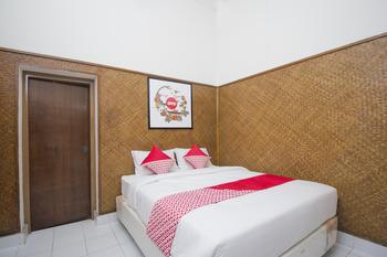 OYO 524 Makuta Hotel Near RSUD Kota Yogyakarta Yogyakarta - Standard Double Room Regular Plan