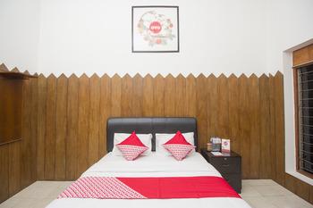 OYO 524 Makuta Hotel Near RSUD Kota Yogyakarta Yogyakarta -  Deluxe Double Room Regular Plan