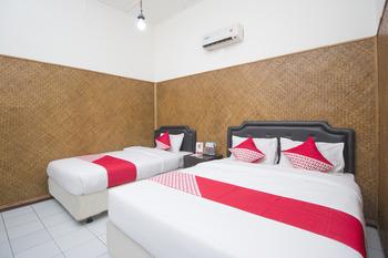 OYO 524 Makuta Hotel Near RSUD Kota Yogyakarta Yogyakarta - Suite Triple Room Regular Plan