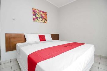 RedDoorz near Kampung Gajah Bandung - RedDoorz Room Only Regular Plan