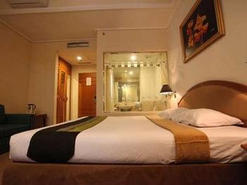 Hotel Banian Bulevar Jakarta - Deluxe With Sofa Bed & Breakfast #WIDIH - Pegipegi Promotion