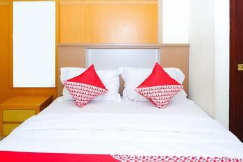 OYO 381 House Of Blessing Guest House Semarang - Deluxe Double Room Regular Plan