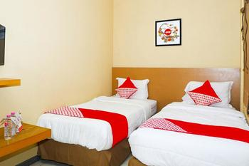 OYO 381 House Of Blessing Guest House Semarang - Deluxe Twin Room Regular Plan