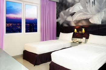 Royal Palm Hotel & Conference Center Cengkareng Jakarta - Deluxe Room Only HOLIDAY JUNE  45 % DISCOUNT 2021