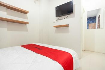 RedDoorz @ Rungkut Surabaya - RedDoorz Room with Breakfast Regular Plan