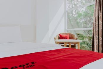 RedDoorz near Pancoran Jakarta - RedDoorz Room with Breakfast Regular Plan