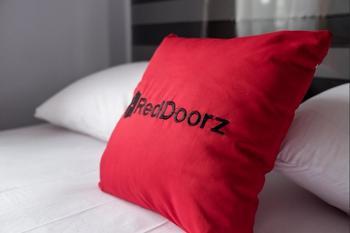 RedDoorz near Supermall Karawaci 2 Tangerang - RedDoorz Twin Room Regular Plan