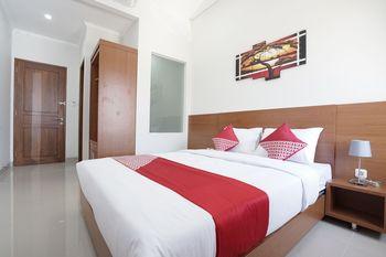 Capital O 1974 Grand Parigi Hotel Pangandaran - Deluxe Double Room Regular Plan
