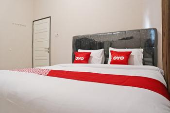 OYO 2192 Hotel D'ostha Residence Syariah Bukittinggi - Deluxe Double Room Last Minute Deal