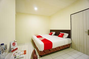 OYO 1838 COZY Home Manado - Deluxe Twin Room Regular Plan