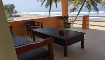 Villa Mila Tepi Pantai Karang Hawu