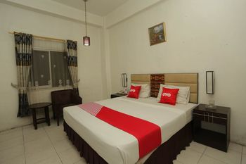 OYO 1724 Hotel Sembilan Sembilan Banjarmasin - Deluxe Double Room Regular Plan