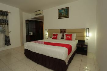 OYO 1724 Hotel Sembilan Sembilan Banjarmasin - Suite Double Regular Plan