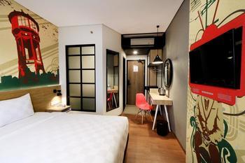Meotel Jember Jember - Deluxe Room with Balcony Regular Plan