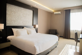 Karlita Hotel Tegal Tegal - Deluxe Room King (Non Smoking) Promo Stay Hepi