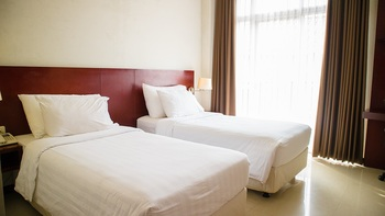 Karlita Hotel Tegal Tegal - Superior Room Twin (Smoking) Promo Stay Hepi