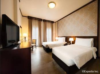 Village Hotel Albert Court - Premier Double Room Pesan lebih awal dan hemat 25%