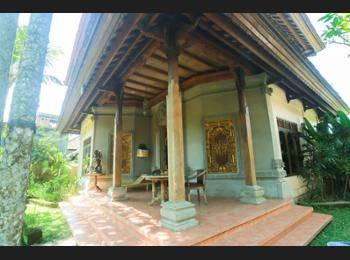 Nyoman Ada Resort