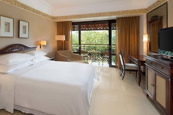 Sheraton Mustika Yogyakarta Resort and Spa Yogyakarta - Deluxe Room, 1 King Bed, Balcony, Mountain View Regular Plan